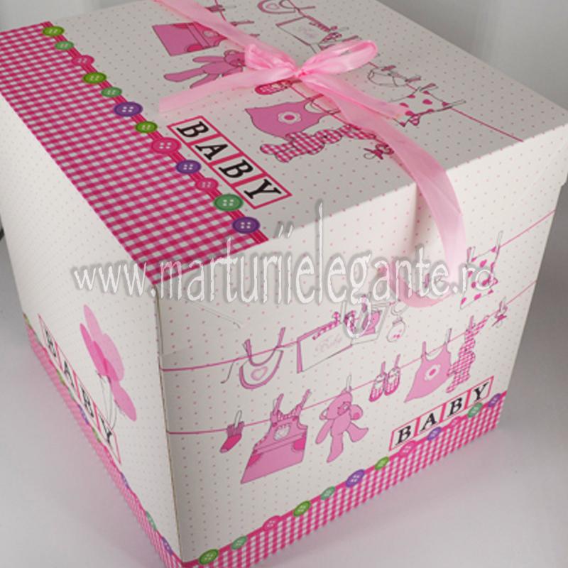 Cutie Pentru Trusou Cu Hainute Bebe Si Baloane Roz